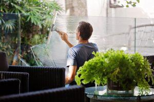 Pak een vlooienprobleem altijd integraal aan: je huis, de tuin, het balkon en alle huisdieren. Allemaal en alles tegelijk.