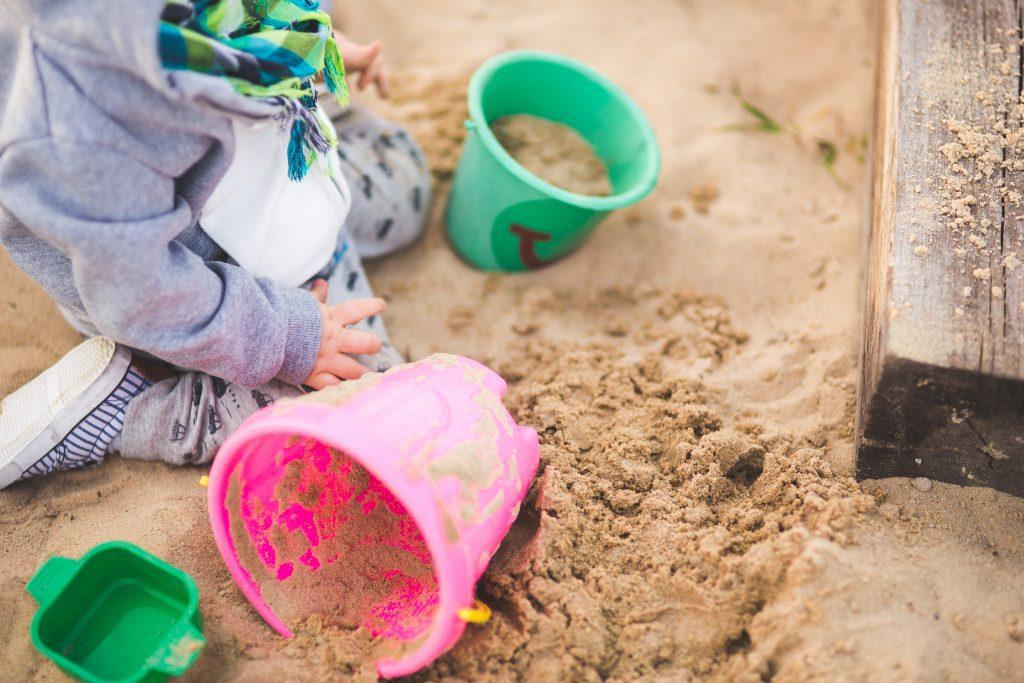 Mieren in een zandbak bestrijden