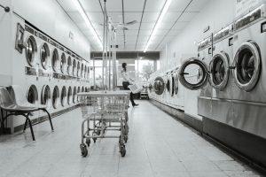 De wasmachine is het beste wapen in de strijd tegen vlooien op kleding.