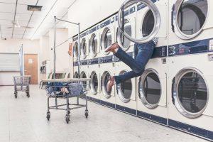 Een wasmachine is een essentieel wapen tegen een vlooienprobleem. Vergeet trouwens de droger niet!