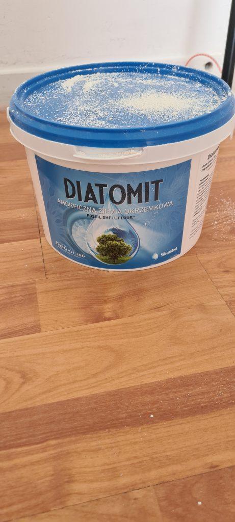 Van alle middelen die je tegen vogelluis kan inzetten, blijft Diatomeeënaarde het beste werken!