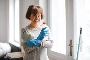 Alleen stoomreinigen is bij lange na niet voldoende om vlooien te bestrijden. Je komt alleen duurzaam van vlooien af wanneer je heel het huis en alle bewoners onder handen neemt.
