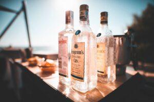 Foto van verschillende flessen alcohol om te drinken